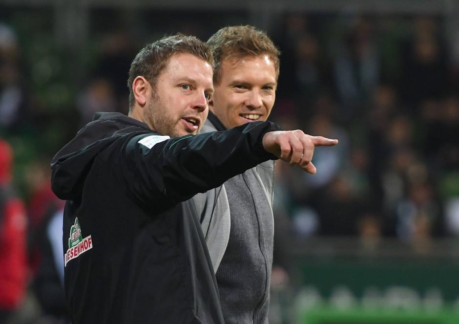 Siehst Du das Flugobjekt?  Werder-Trainer Florian Kohfedlt (l.) mit Hoffenheims Trainer Julian Nagelsmann.