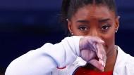 Simone Biles nach ihrer Aufgabe im Teamfinale bei Olympia am Dienstag.