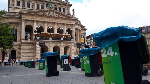 400 Mülltonnen und Dixi-Klos für die nächste Partynacht