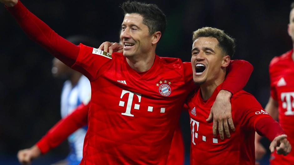 Zwei, die sich verstehen: Robert Lewandowski (links) und Philippe Coutinho beim Spiel in Berlin