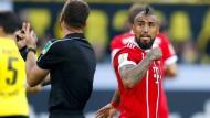 Bayerns Vidal hatte einigen Redebedarf mit Schiedsrichter Zwayer.