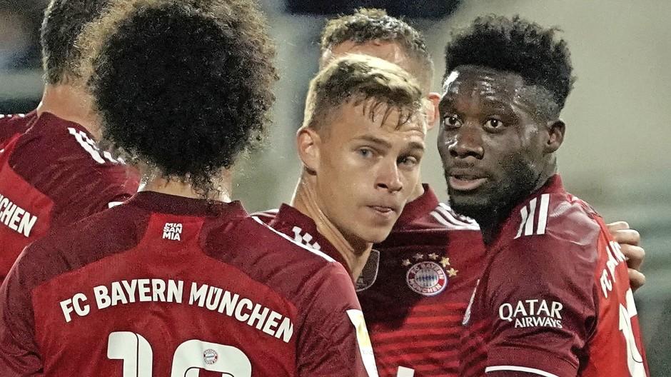 Im Mittelpunkt: Joshua Kimmich, Zentrale des Bayern-Spiels, beim Sieg in Fürth am 24. September