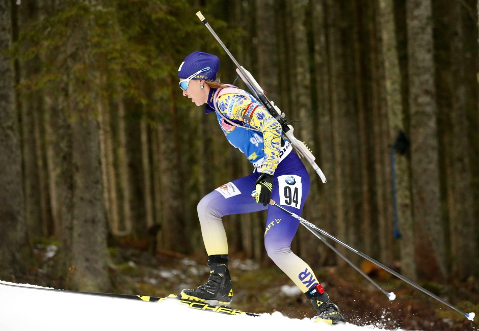Skijägerin im grünen Bereich: Julija Dschyma gewinnt das Einzelrennen der Frauen.