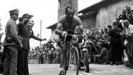 Verehrter Kämpfer auch auf dem Rad: der stille Held Gino Bartali beim Giro d'Italia 1954