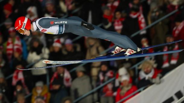 Schwerer Sturz überschattet deutschen Skisprung-Sieg
