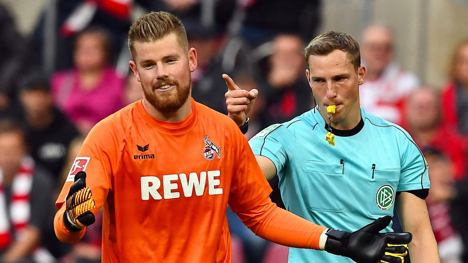 Wieder ist Köln nicht einverstanden mit Schiedsrichter-Entscheidungen.