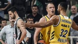 Alba gelingt Coup in Athen