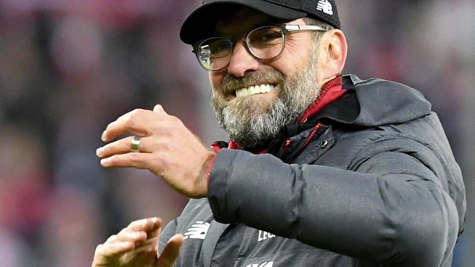 Jürgen Klopp steht mit dem FC Liverpool im Achtelfinale und könnte der Dortmunder Gegner dort sein.