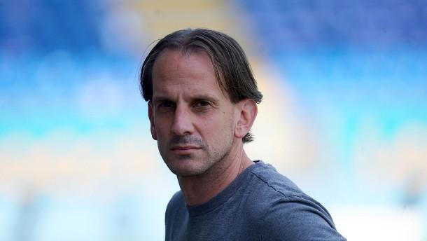 Wehen Wiesbaden hält an Trainer Rehm fest