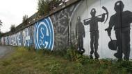 Mehr als ein Fußballklub. Der FC Schalke 04 ist in Gelsenkirchen sehr präsent – auch in dieser sehr schweren Zeit für den Verein.