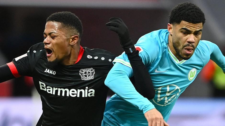 Durchsetzungsvermögen: Wolfsburgs Paulo Otavio (rechts) gegen Leon Bailey