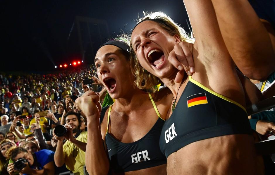 """Olympiasiegerinnen Laura Ludwig (r.) und  Kira Walkenhorst: """"Ich liebe diese Sportart"""""""