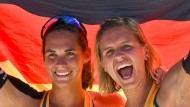 """""""Ich kann es nicht glauben, dass wir wirklich Weltmeister sind"""": Kira Walkenhorst (links) und Laura Ludwig."""