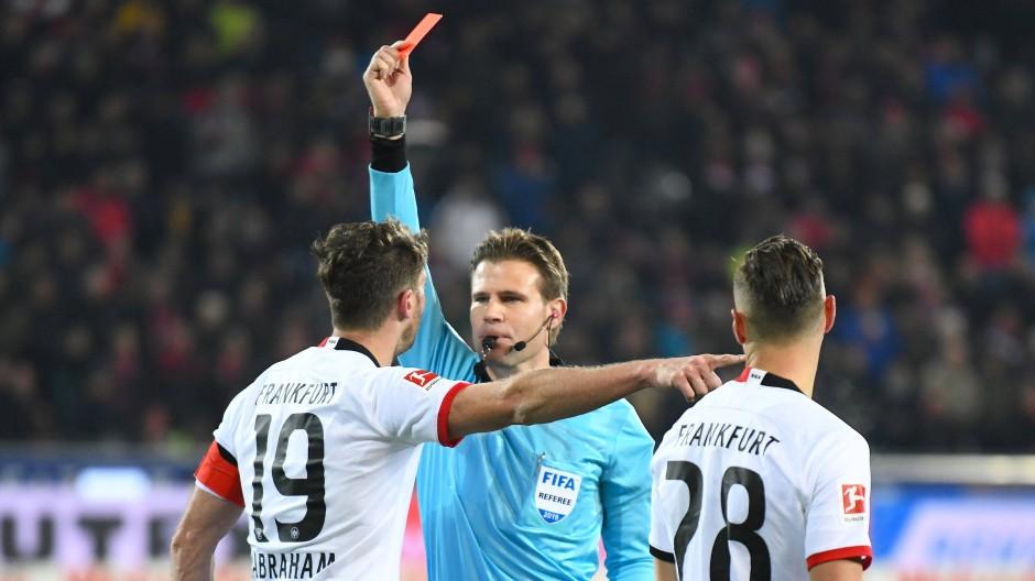 Pause bis Jahresende: Eintracht-Kapitän David Abraham muss bis zum 29. Dezember zuschauen.