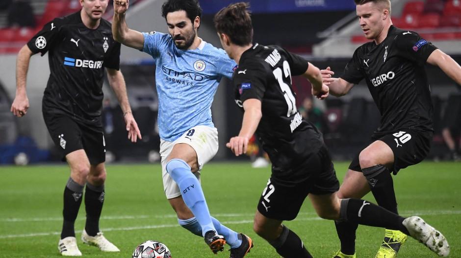 Tanzte die Borussia immer wieder aus: Manchester City um Ilkay Gündogan (Mitte)