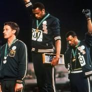 Eine Aktion mit großer Wirkung: Tommie Smith (Mitte) und John Carlos (rechts) 1968 in Mexiko