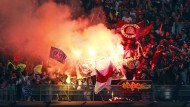 Wo Feuer ist, sind auch Rauchbomben: Im Stade de France brennen die Bengalos.