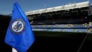 Eigentlich müsste die Eckfahne auf Halbmast stehen: Stamford Bridge, Heimat des Chelsea FC in London