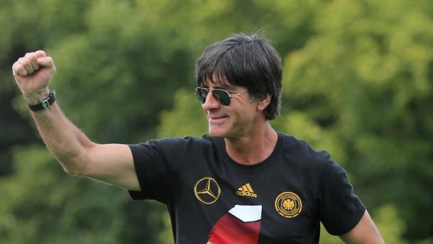 DFB total sicher: Löw macht bis 2016 weiter