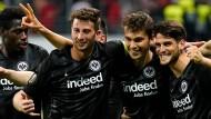 Erschöpft, aber unheimlich glücklich: Eintracht Frankfurt steht im Hablfinale der Europa League.