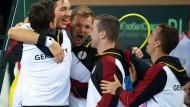 Teamwork: Das deutscher Quartett umd Struff (Zweiter von links) feiert den Sieg gegen Weißrussland.