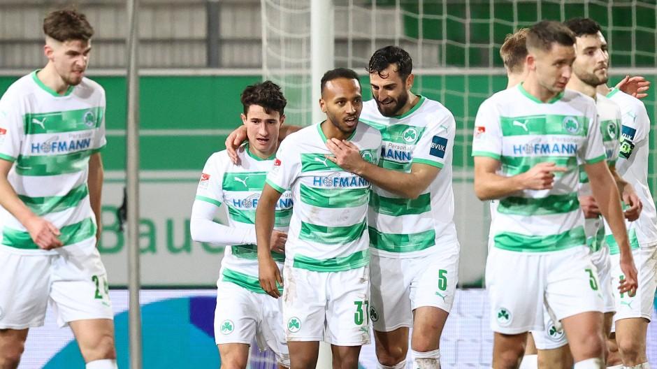 In Position gebracht: Team von Greuther Fürth