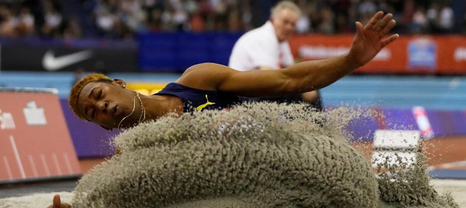 beliebte Marke guter Verkauf komplettes Angebot an Artikeln Leichtathletik: Beinahe-Weltrekord vom Winde verweht