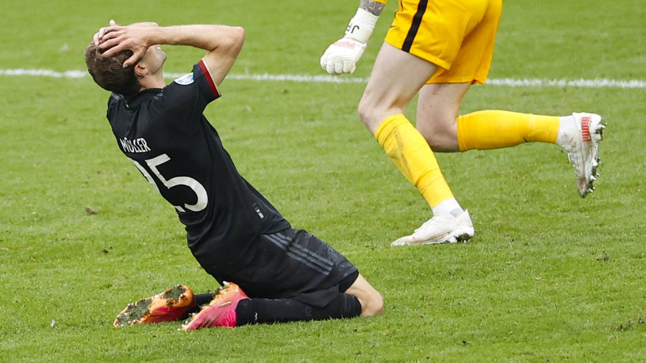Thomas Müller vergibt die große Ausgleichschance, und Deutschland scheitert an England.