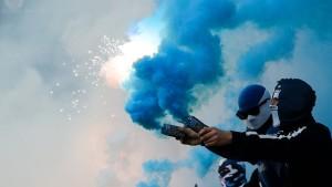 DFB erlaubt Pyro-Show beim HSV