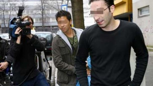 Hohe Haftstrafe für den Täter - Freispruch für zwei Angeklagte