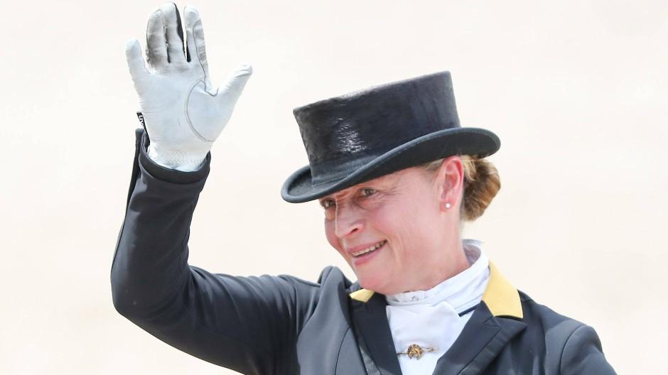Am Ende wieder glücklich: Dressurreiterin Isabell Werth freut sich über ihren Sieg auf Emilio.