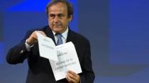 Im Umschlag war ausnahmsweise mal keine Uhr: Platini am Freitag bei der Vergabe der Spielorte für die EM 2020