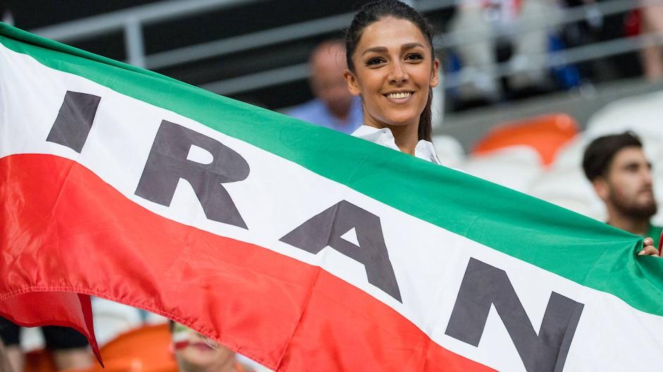 Oft können weibliche Iran-Fans Fußballspiele der Männer nur im Ausland im Stadion verfolgen (Symbolbild von der WM 2018).