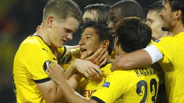 Zwei Abwehrspieler retten Dortmund
