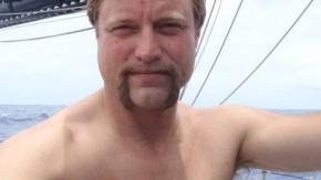 Extrem II: Alex Thomson schwitzt an Bord seines Bootes