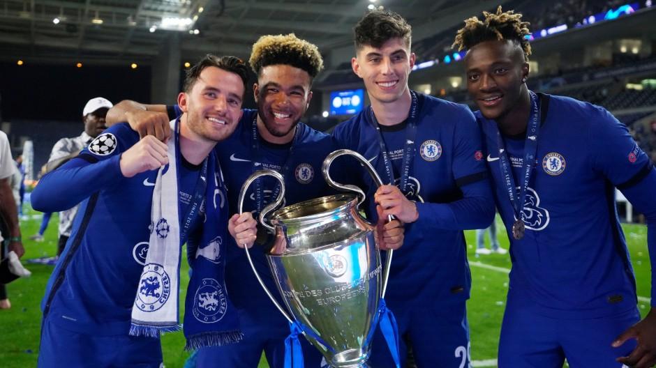 Spieler des FC Chelsea nach dem Gewinn des Champions-League-Finales Ende Mai in Porto