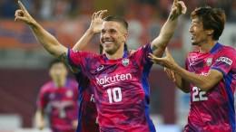 Podolski-Knaller mit rechts reicht Kobe nicht