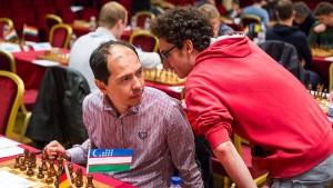 Der Spitzenspieler und sein Sekundant: Rustam Kasimdschanow (links) und Fabiano Caruana