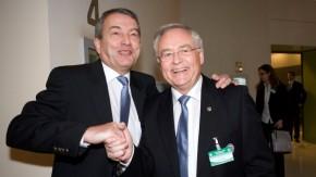 Auf gute Zusammenarbeit: Niersbach-Vorgänger Zwanziger lobte die Arbeit von Horst R. Schmidt