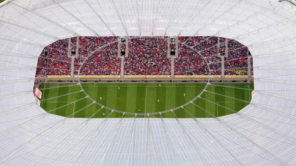 Ansichtssache: Der Fußball ist für die meisten pure Unterhaltung geblieben - für einige aber ist er