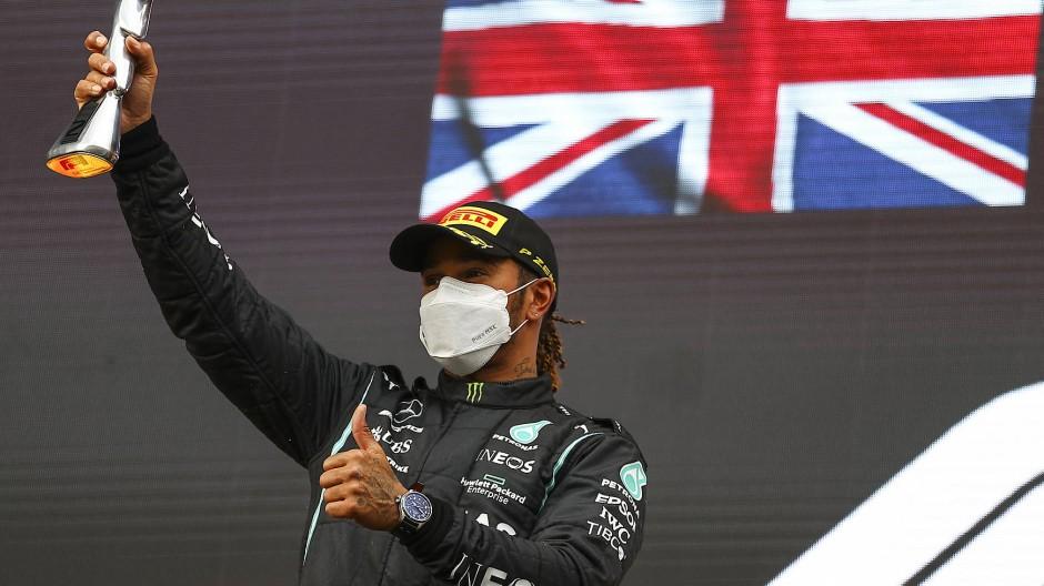 Beinahe ausgeschieden: Lewis Hamilton beim Rennen in Imola