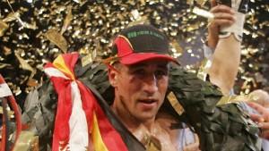 König von Bamberg mit Gold in den Fäusten