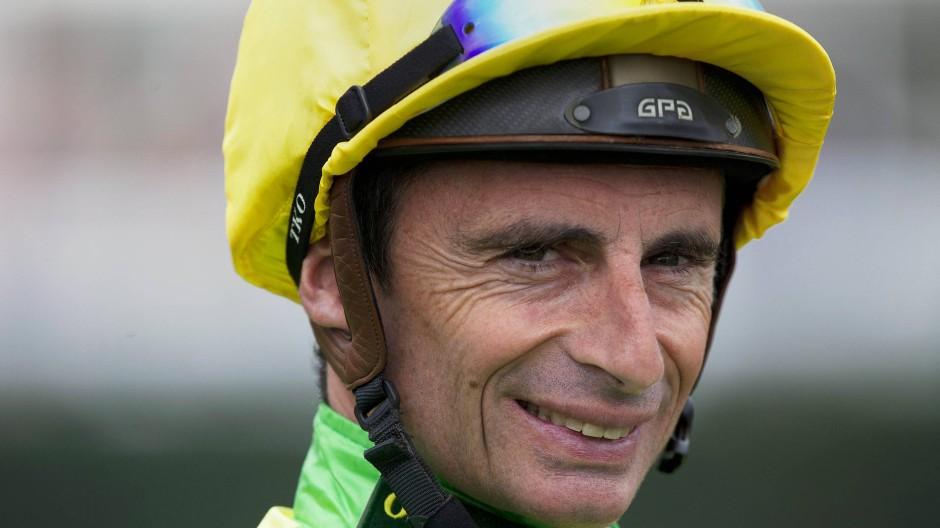 Auch mit 54 Jahren noch ein Spitzenjockey: Gérald Mossé, der Reiter mit den weißen Handschuhen