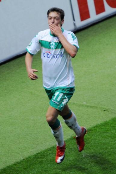 Wachgeküsst: Mesut Özil entschied das Pokalfinale für Werder Bremen