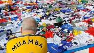Nicht nur in Bolton wünschen die Fans Patrice Muamba schnelle und gute Besserung