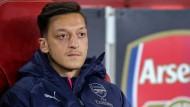 Zum FC Schalke in die Bundesliga will Mesut Özil vorerst einmal nicht.