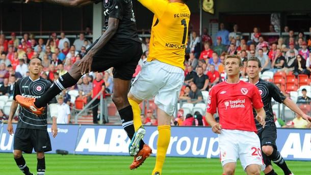 Idrissou rettet der Eintracht das Remis