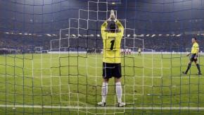 Die Hände zum Himmel: Wiese bewegt sich, Schiedsrichter Kircher schaut zu