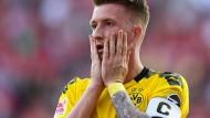 Wie konnte das nur passieren? Dortmunds Kapitän Marco Reus bei der Niederlage in Berlin