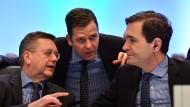 """DFB-Triumvirat: Präsident Reinhard Grindel, """"Superminister"""" Oliver Bierhoff und Generalsekretär Friedrich Curtius (von links)"""